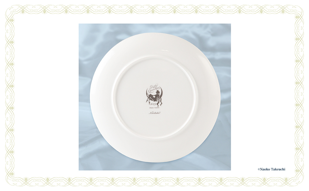 "[Only for Pretty Guardians members] Noritake Collaboration Plate - Featuring the cover art from volume 5 of ""Pretty Guardian Sailor Moon"" (1993)."